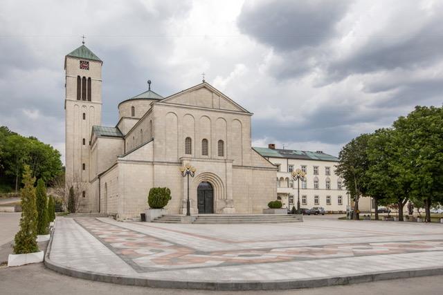 BAZILIKA I FRANJEVAČKI SAMOSTAN TOMISLAVGRAD - Tomislavgrad
